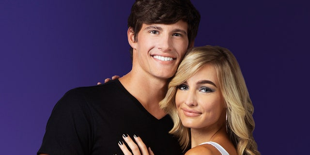 Moriah Plathand her boyfriend Max, from TLC's Welcome to Plathville, pose together at the studio in Cairo, ジョージア.