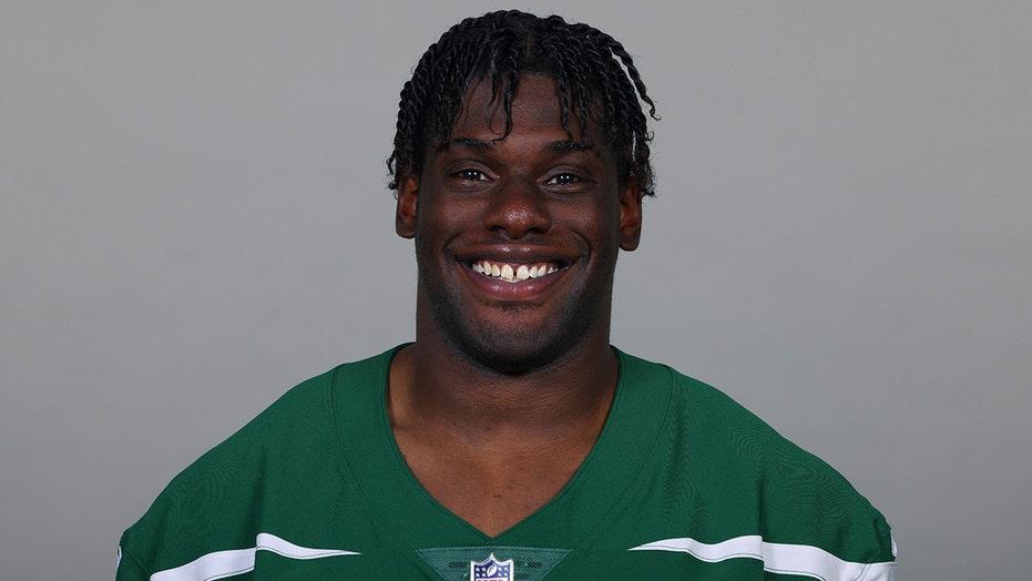 Jets' defense loses Lawson, Lewis to season-ending injuries
