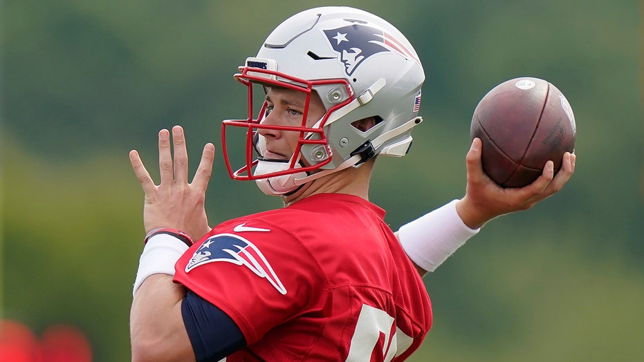 From 6 a.m. texts to criticism, Pats' Jones taking it all in