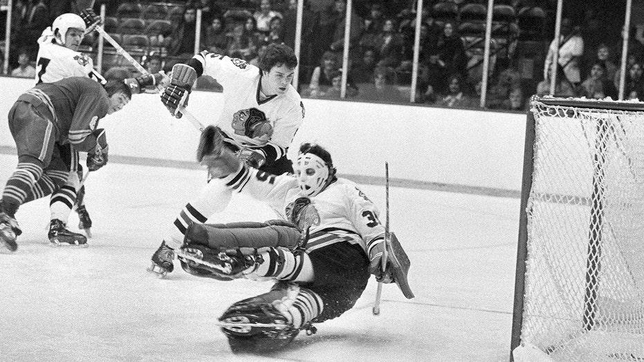 Blackhawks Hall of Fame goaltender Tony Esposito dies at 78