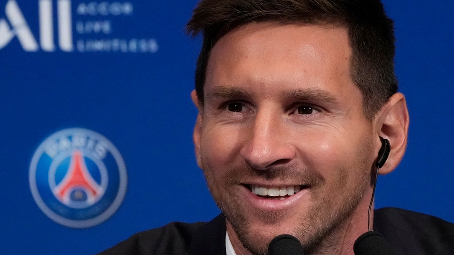 Messi set for his PSG debut against Reims, starts on bench