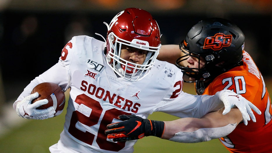 Oklahoma RB Brooks back after sitting with COVID-19 concerns