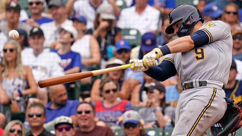 Urías 5 extra-base hits, Piña 6 RBIs, Brewers rout Cubs 17-4