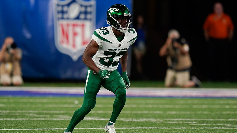 Jets' Zane Lewis taking off in NFL after flying at Air Force
