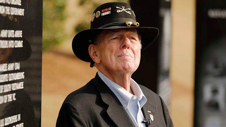 Journalist Joe Galloway, chronicler of Vietnam War, dies