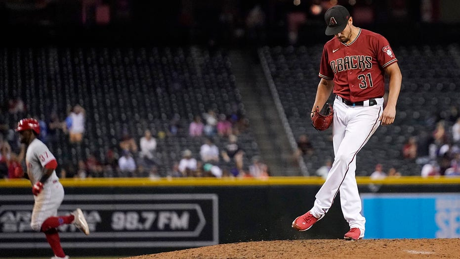 Diamondbacks' Smith suspended 10 games for sticky substance