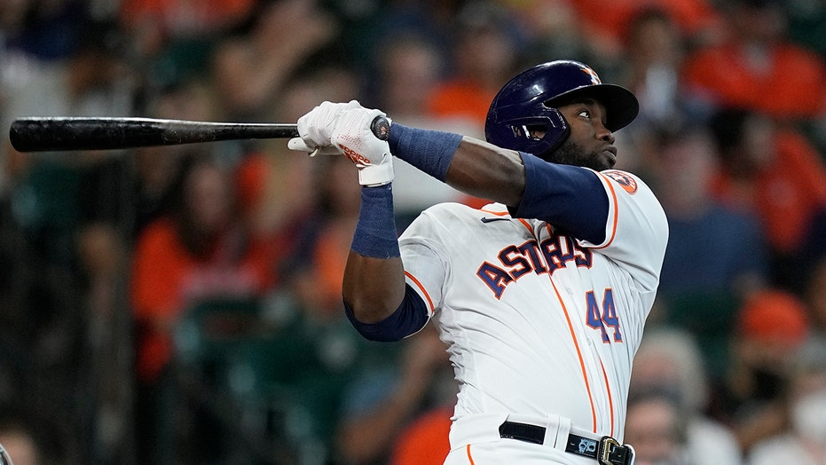 Jones drives in career-best 4 RBIs, Astros rout M's 15-1