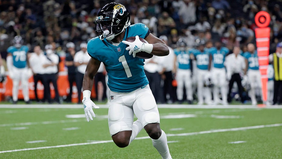Jaguars RB Etienne out for season with left foot injury