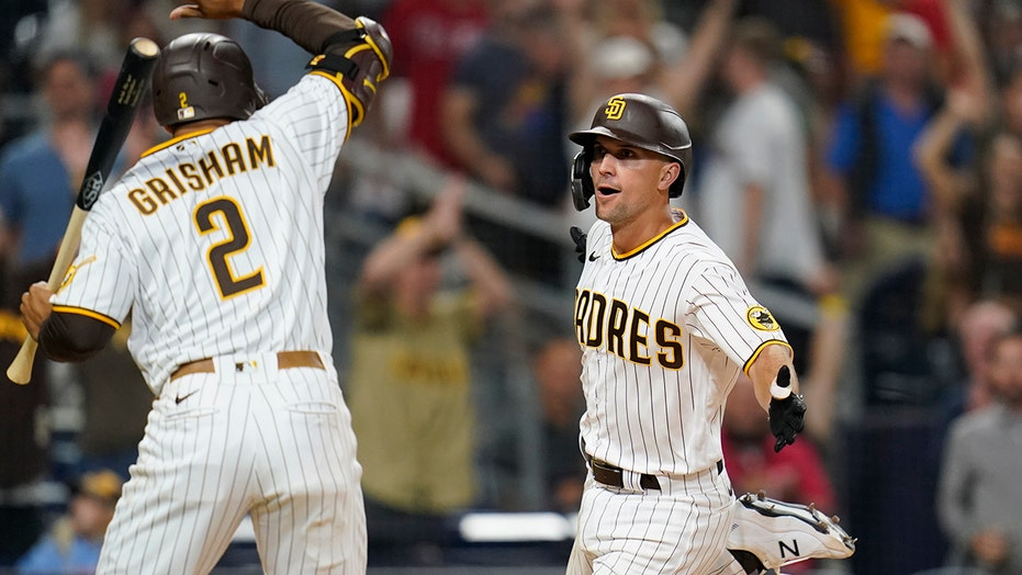 Wild pitch in 10th inning sends Padres past Phillies 4-3