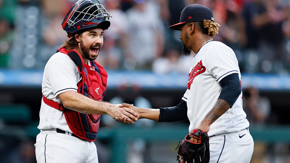 Indians get obstruction call in 8th, rally past Red Sox 7-5