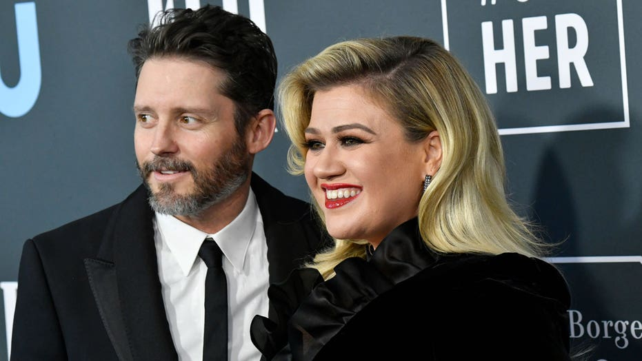 Kelly Clarkson's estranged husband Brandon Blackstock was 'extremely jealous' of singer's success: report