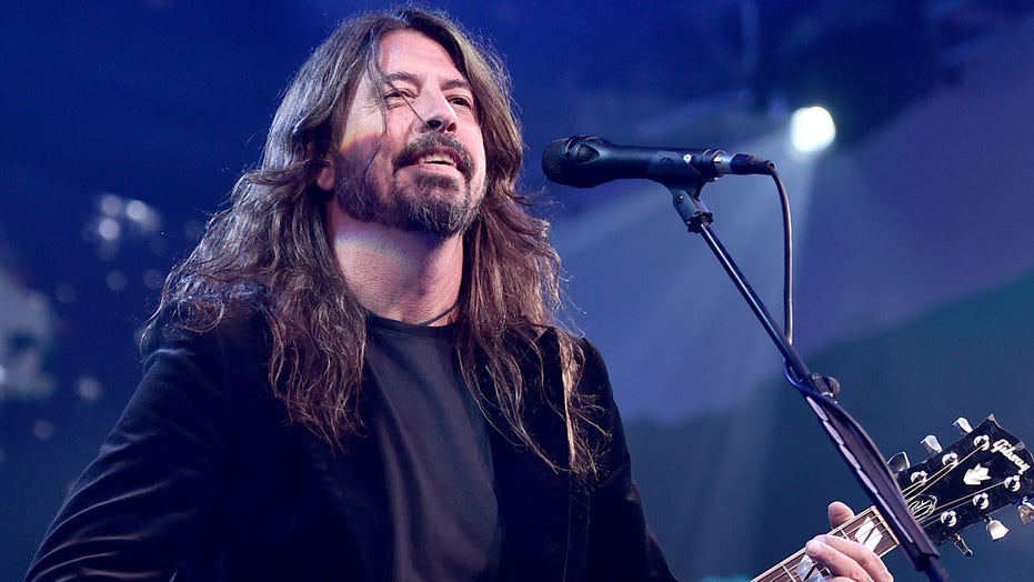 Foo Fighters' Dave Grohl told Westboro Baptist protesters they're supposed to 'love everybody' at concert