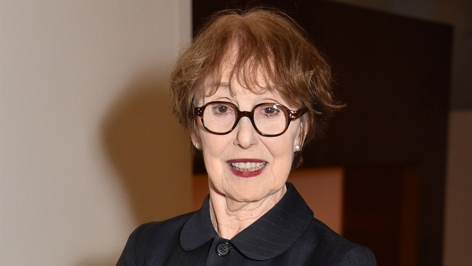 Una Stubbs, '60s star and 'Sherlock' actress, dead at 84