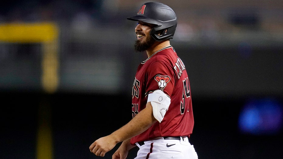 Castellanos leads D-backs to 4-2 win over slumping Phillies