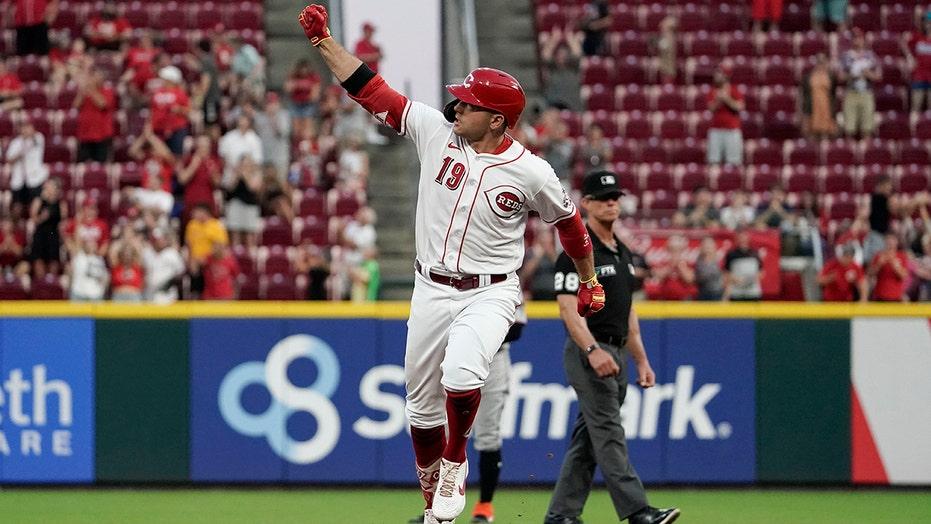 Votto blasts 3-run homer, Reds rebound to beat Marlins 6-1