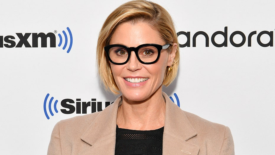 'Modern Family' actress Julie Bowen and her sister rescued a woman who fainted on a hike in Utah