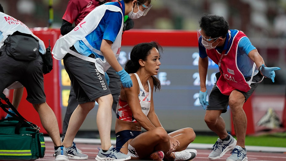 Britain Olympian Katarina Johnson-Thompson suffers injury during heptathlon, waves off assistance to finish
