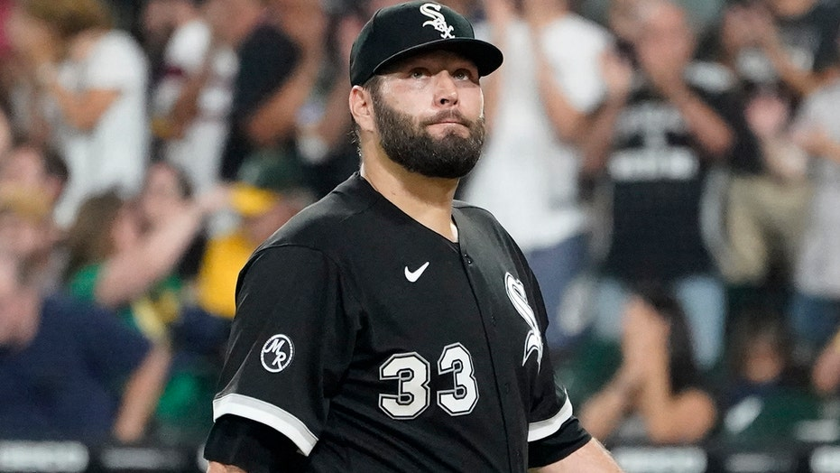 White Sox's Lance Lynn ejected for tossing belt at ump: 'Obviously, I hurt his feelings'