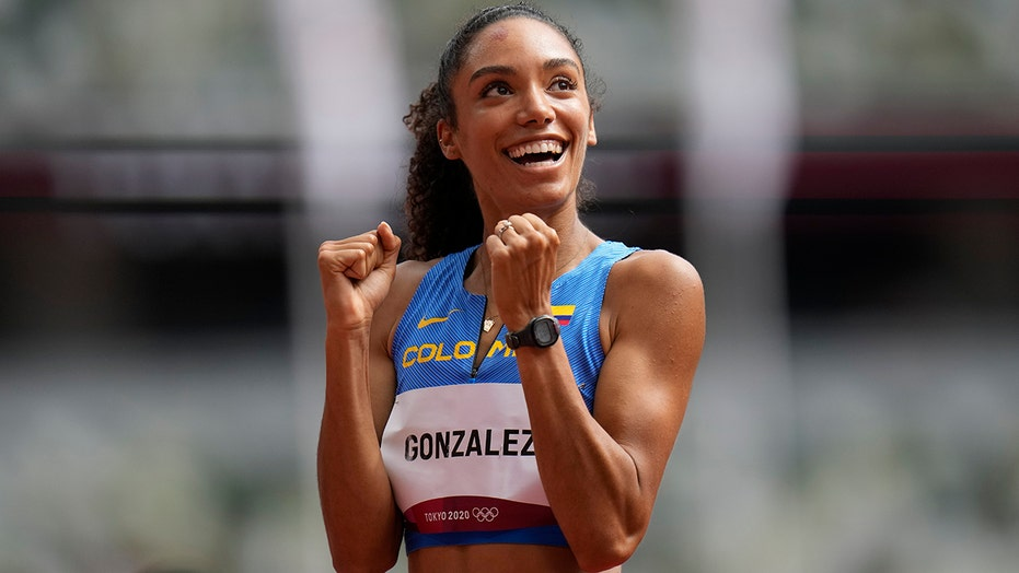 Melissa Gonzalez's husband, Lions QB David Blough, goes wild as she sets new record in 400-meter hurdles