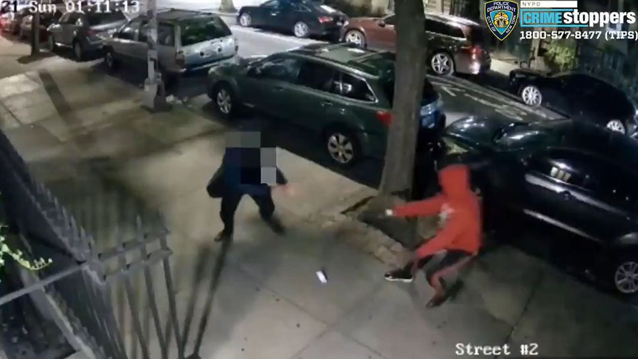 NYC man robbed at gunpoint in Manhattan and shot on sidewalk, shocking video shows