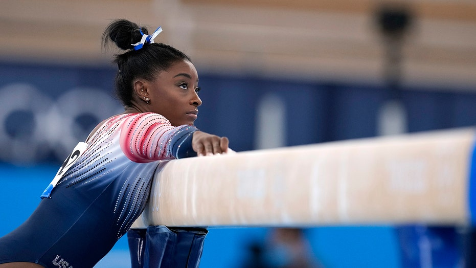 Simone Biles finishes Tokyo Olympics with bronze medal in balance beam