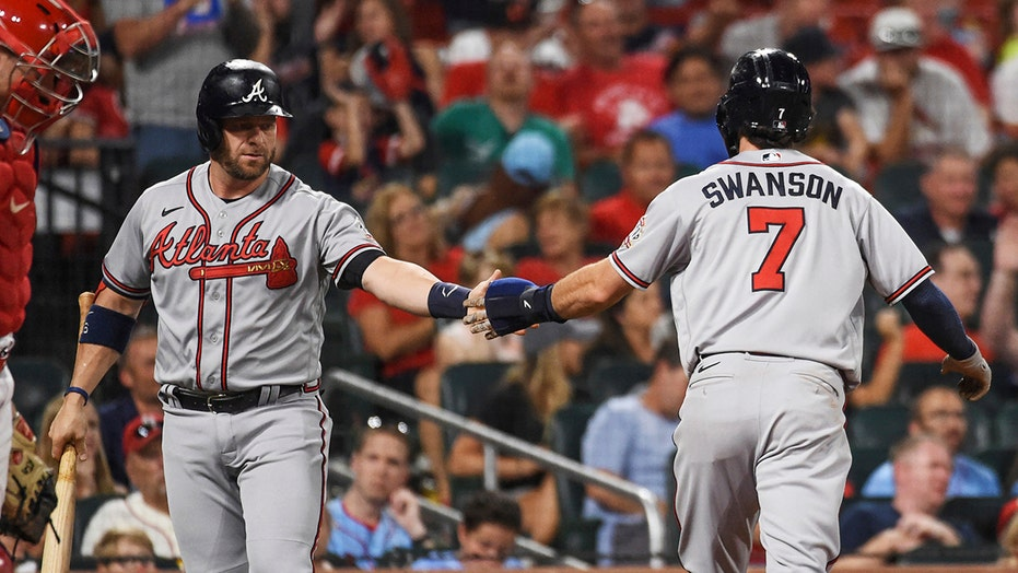 Braves walk past Cardinals 8-4 to complete series sweep
