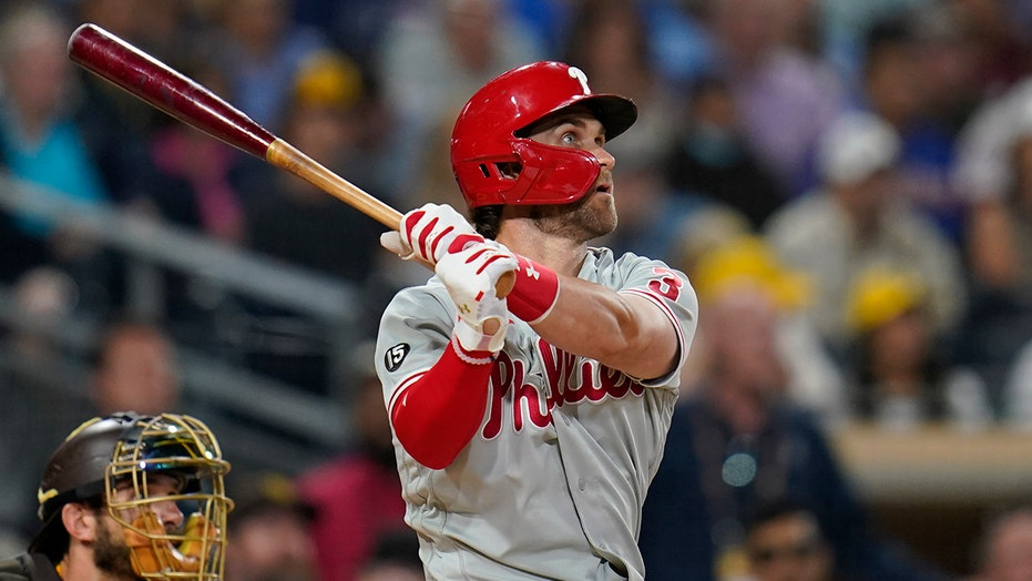 Phillies snap 4-game losing streak with 4-3 win over Padres