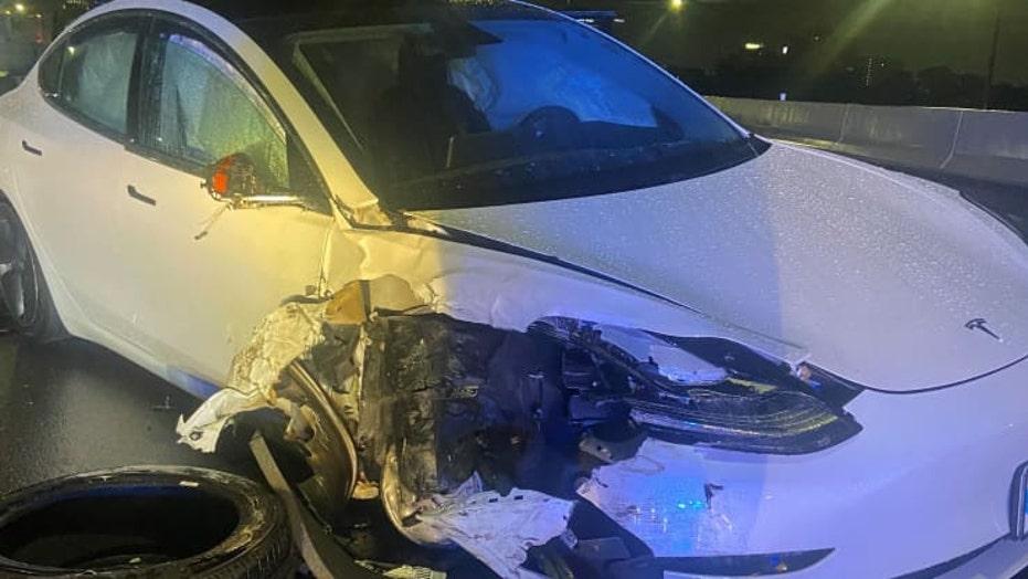 Tesla on Autopilot crashes into parked police car in Orlando