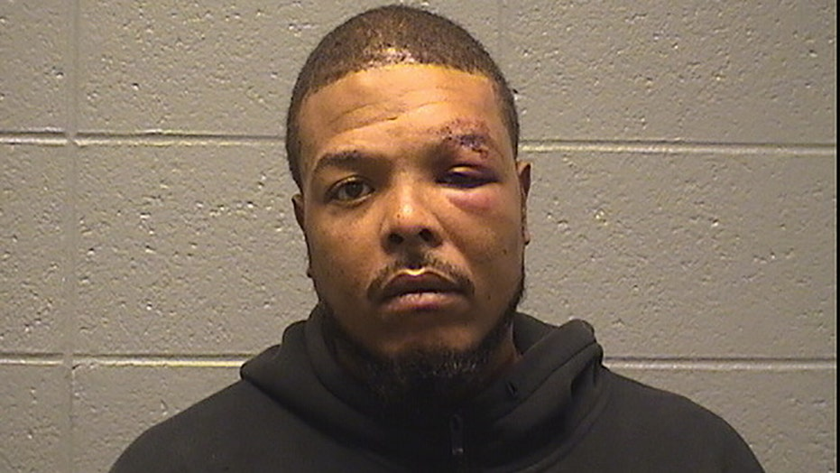 Man beats off-duty Chicago police officer, bites off friend's nipple in road rage incident: report