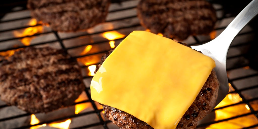 Cheeseburgers: 5 facts about the American favorite