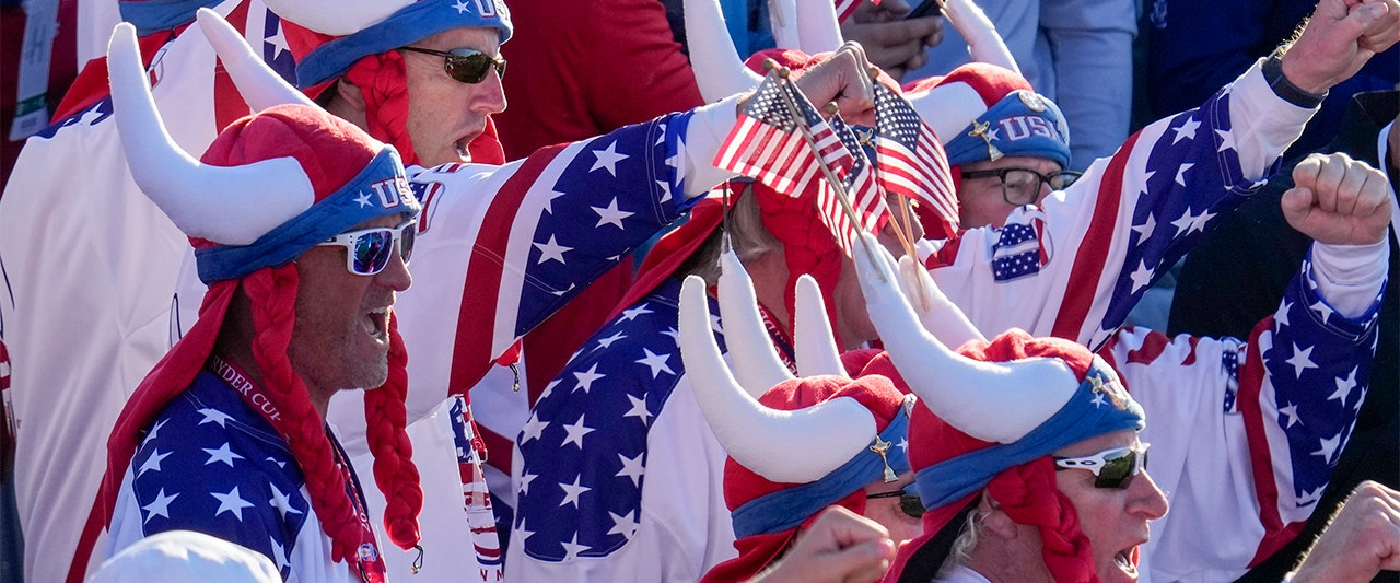 Americans loud and proud as golf fans belt out national anthem, 'USA' chants at Ryder Cup