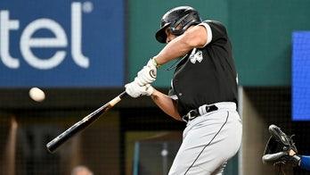 Abreu, White Sox closer to AL Central title, beat Rangers