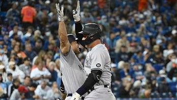 Judge HRs twice, Yankees beat Jays 6-2 to extend WC lead