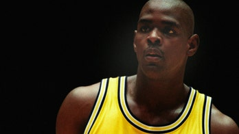 Ex-Michigan star Chris Webber says current AD apologized over scandal fallout