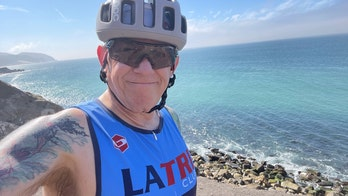 Man loses 120 pounds, becomes triathlete after wife dies: 'I wanted something more'