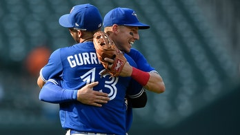 Blue Jays hit five homers, pound Orioles 22-7