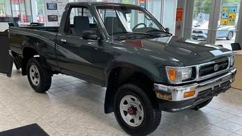 Barn find 1993 Toyota Pickup with 84 miles up for auction