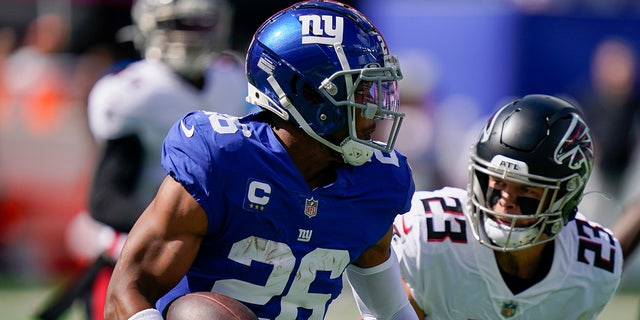 In the first half of the NFL football game on Sunday, September 2, 2021 in East Rutherford, New Jersey, the New York Giants hit the ball behind Atlanta Falcons Free Safety Eric Harris (2).  (AP Photo / Seth Venig)