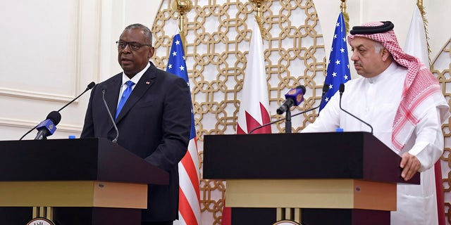 US Secretary of Defense Lloyd Austin speaks during a joint press conference with US Secretary of State Antony Blinken, Qatari Deputy Prime Minister and Foreign Minister Mohammed bin Abdulrahman al-Thani, and Qatari Defense Minister Khalid Bin Mohammed Al-Attiyah,  권리, at the Ministry of Foreign Affairs in Doha, Qatar, 화요일, 씨족. 7, 2021. (Olivier Douliery/Pool Photo via AP)