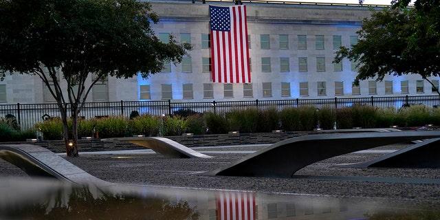 An American flag is unfurled at the Pentagon in Washington, sábado, Septiembre. 11, 2021, at sunrise on the morning of the 20th anniversary of the terrorist attacks. (Associated Press)