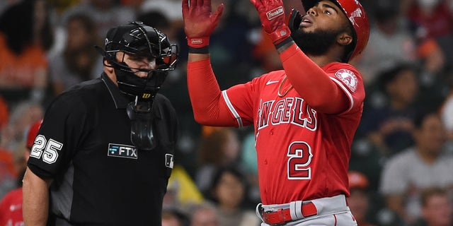 Los Angeles Angels' Luis Rengifo celebrates his two-run home run during the third inning of a baseball game against the Houston Astros, Sabato, Sett. 11, 2021, a Houston. (AP Photo/Eric Christian Smith)