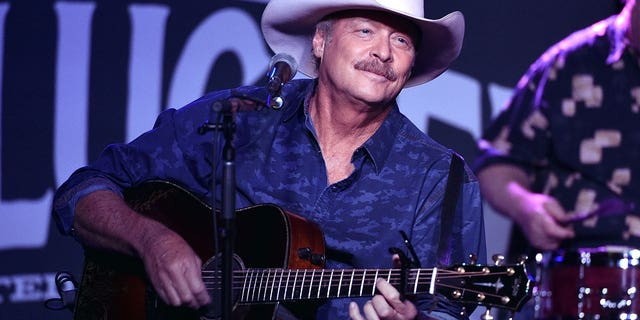 Alan Jackson's 9/11 tribute song 'Where Were You (When The World Stopped Turning)' remains a hit that the country music star plays at all of his shows 20 anni dopo.