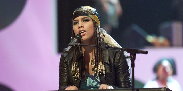 Alicia Keys rehearses for the 2001 MTV Video Music Awards at the Metropolitan Opera House in New York City, 9/4/2001.
