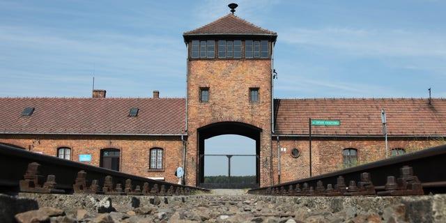 Trasy prowadzące do obozu koncentracyjnego Auschwitz-Birkenau w Polsce.