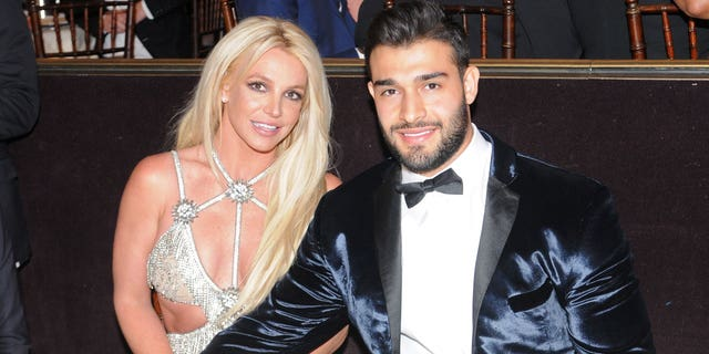 Honoree Britney Spears (L) and Sam Asghari attend the 29th Annual GLAAD Media Awards at The Beverly Hilton Hotel on April 12, 2018 en Beverly Hills, California.