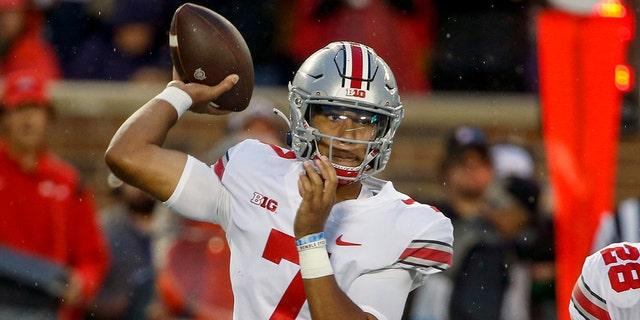 Ohio State quarterback CJ Stroud (7) passes against Minnesota in the first quarter of an NCAA college football game on Thursday, September 2, 2021 in Minneapolis.  (AP Photo / Bruce Kluckhohn)