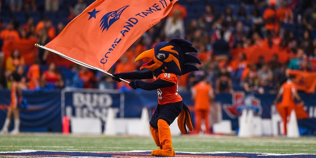 UTSA Roadrunners mascot, Rowdy the Roadrunner, performs during the game between the Louisiana Tech Bulldogs and UTSA Roadrunners on October 13, 2018 at the Alamodome in San Antonio, TX. (Photo by Daniel Dunn/Icon Sportswire via Getty Images)