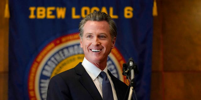 Gobernador. Gavin Newsom speaks to volunteers in San Francisco, martes, Septiembre. 14, 2021. The recall election that could remove California Democratic Gov. Newsom is coming to an end. (AP Photo/Jeff Chiu)