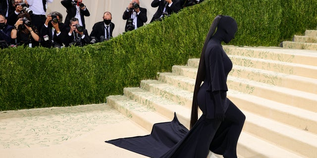 Kim Kardashian attends The 2021 アメリカで祝うメットガラ: A Lexicon Of Fashion at Metropolitan Museum of Art in New York City.
