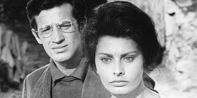 French actor Jean Paul Belmondo and Italian actress Sophia Loren on the set of 'La Ciociara'.